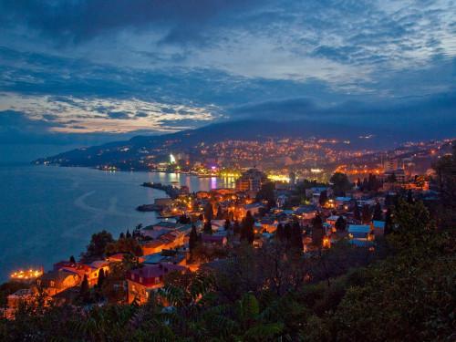 yalta-city-twilight_35068_990x742.jpg